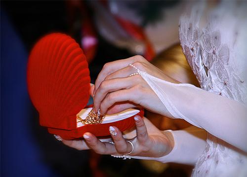 Дарит ли жених невесте подарки на свадьбе 20