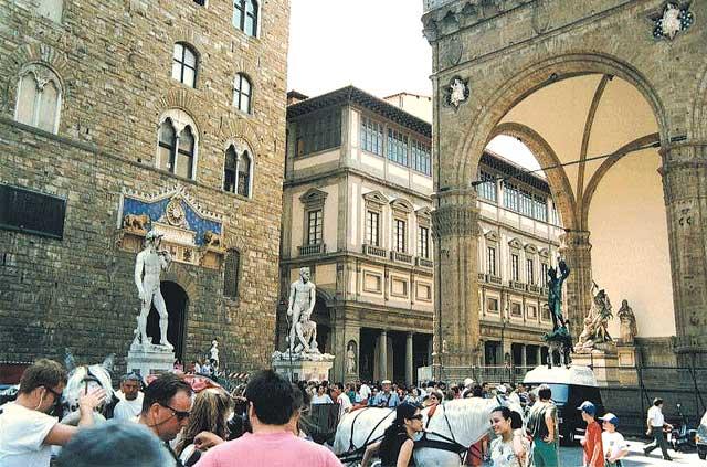 6. Флоренция Флоренция не уступает столице в количестве достопримечательностей, собирающих толпы...